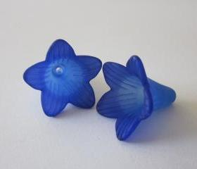 Two Tone Trumpet Flower Very Blue Hand Dyed (2)