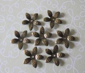 Antique Brass 5 Petal Flower Bead Cap (24)